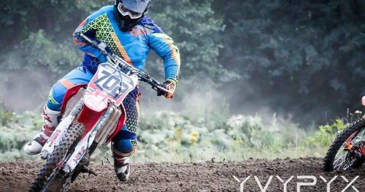 Timo Specht auf seiner umgebauten Honda/ Foto: Yvonne Hagemeier YVYPYX
